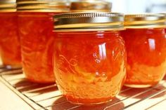 You bring a little bit of sunshine in the house by making marmalade. Making Marmalade, Tostadas, Deli Food, Jam And Jelly, Ice Cream Desserts, Sweet Sauce, Charcuterie, Sweet Recipes, Food And Drink