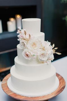 Modern floral accented wedding cake: http://www.stylemepretty.com/2016/01/27/modern-elegant-jewish-new-york-city-wedding/ | Photography: Mademoiselle Fiona - http://mademoisellefiona.com/: