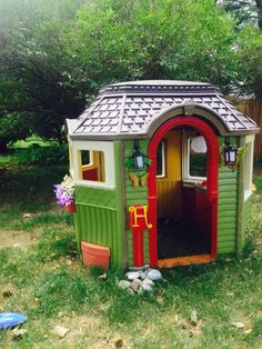 Playhouse Makeovers Are The Latest Trend For Stylish Kids – Jill Gretsky – Playh… - Kids playhouse Plastic Playhouse, Playhouse Outdoor, Playhouse Ideas, Backyard Projects, Outdoor Projects, Backyard Kids, Little Tykes Playhouse, Little Tikes Makeover, Backyard Playset