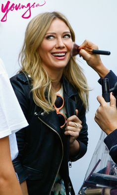 Flawless Hilary Duff! Does she even need makeup? Click to discover the latest episodes.