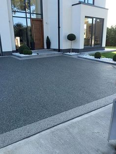 50 ideas for the best driveway to improve the attractiveness of your home . - 50 ideas for the best driveway to improve the attractiveness of your home … # Attractiveness # for Front Garden Ideas Driveway, Modern Driveway, Side Yard Landscaping, Driveway Design, Driveway Entrance, House Entrance, Landscaping Ideas, Entrance Ideas, Privacy Landscaping
