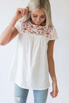 Embroidered Garden Top I need this one. Perfect colors, cut and style! It's me all over the place! Mode Outfits, Casual Outfits, Fashion Outfits, Fashion Trends, Fashion 2018, Short Outfits, Retro Fashion, Casual Pants, Korean Fashion