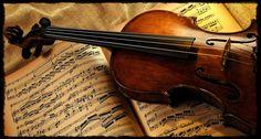 BEETHOVEN INTERPRETE. Beethoven foi admirado pelo seu publico em Viena e em outras cidades, antes de mais nada, pelos seus dotes interpretativos. Beethoven tocava magnificamente violino desde a infância e se impôs como virtuose do piano
