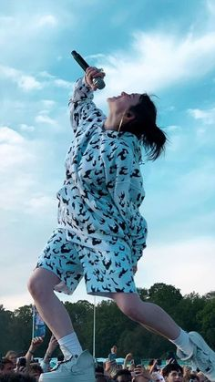 Billie Eilish Plays With Animals (dogs,horse,cats.) Does Billie Eilish have pets? hope you enjoyed the Video Billie Eilish Plays With Animals (dogs,horse,cats.) Does Billie Eilish have pets? hope you enjoyed the Video Billie Eilish, Album Cover, Beautiful Celebrities, Celebrity Photos, Celebrity Beauty, Foto E Video, My Idol, Pet Dogs, Celebs