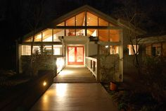 Articles about 13 all american houses 13 original colonies. Dwell is a platform for anyone to write about design and architecture. Architecture Artists, Contemporary Architecture, Barn Renovation, Cedar Homes, North Carolina Homes, American Houses, Southern Homes, Glass House, Building A House
