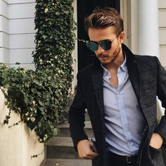 Adam Gallagher with Dior Sunglass Burberry Men, Gucci Men, Style Simple, Cool Style, Men's Style, Guy Style, Classic Style, Cheap Ray Ban Sunglasses, Mens Sunglasses