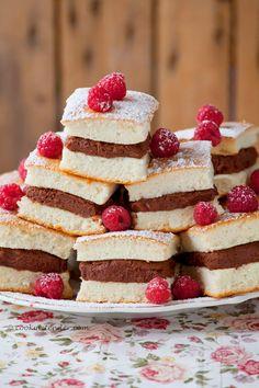 Sandwiches de 'angel food cake' y crema de chocolate