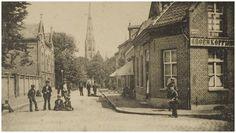 Ten Hagestraat gezien richting Paterskerk. Rechts op de voorgrond 't Groen Koffiehuis aan de Smalle Haven - 1895 - 1905
