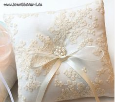 Ringkissen Lilly in Weiß