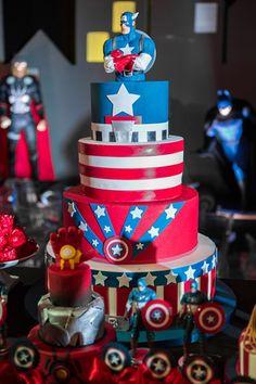 Festa super heróis com bolo Capitão América