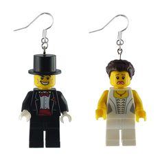 Couple de mariés, idéal enterrement de vie de jeune fille... simplement délirant Lego, Gandalf, Marie, Repurposed, Young Living, Bridal Shower, Boucle D'oreille, Locs, Legos