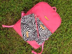 Arma tus conjuntos con nuestros productos  Aquí tenemos el backpack color FUCHSIA y parte del kit de portacosmeticos de cebra  Para más información entra a http://ift.tt/2fj6g3k (link en la bio) o escribirnos al 58 4126460633 y con gusto te atenderemos