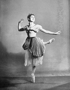 Giselle Act I ✯ Ballet beautie, sur les pointes ! Margot Fonteyn, Ballet Dancers, Ballerinas, George Balanchine, I Icon, Good Music, Opera, Pure Products, Statue
