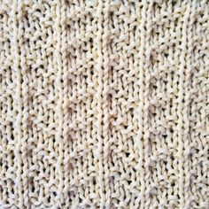 The Arrows Stitch is an easy stitch pattern perfect for beginning knitters or for those who are looking for an effortless stitch. #knitstitch #knittingstitch #freepattern #stitchpattern Stitch Patterns, Knitting Patterns, Knit Purl Stitches, Knitting Help, Easy Stitch, How To Purl Knit, Knitted Blankets, Shag Rug, Free Pattern