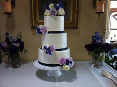 Beautiful wedding cake with lavender and navy blue décor