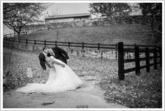 Somos muy fans de los #besos de #pelicula, pero mucho más fans de parejas como Carol y Rubén, con quienes hemos hecho una post #boda muy divertida. www.marcosgreiz.es  #santander #cantabria #gentegreiz