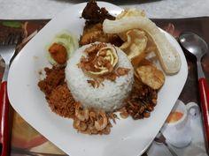 Nasi gurih + lauk seadanya 😋