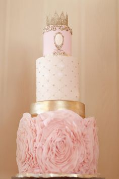 Wedding cake fit for a queen  (Photography: Simply Bloom Photography - simplybloomphotography.com)