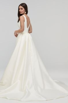 You will make a lasting impression in Andrina. Mikado polyester glides down the deep plunging neckline and banded waist into the perfectly pleated ball gown skirt. Hidden pockets only add to this portrait-worthy gown. Preppy Wedding Dress, Plain Wedding Dress, Wedding Dress With Pockets, A Line Prom Dresses, Bridal Dresses, Designer Wedding Dresses, Wedding Gowns, Diy Wedding, Wedding Cake