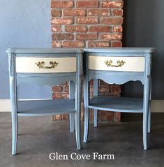 Brilliant nightstands in MudPaint's Suede Blue and China White by Glen Cove Farm! #mudpaint #paintedfurniture #furniture #vintagefurniture #blue #white