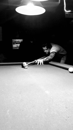 Harry playing pool by Waseem NYC June 2018 Harry Styles Fotos, Harry Styles Mode, Harry Styles Pictures, Harry Edward Styles, Harry 1d, Harry Styles Wallpaper, Mr Style, Family Show, Favorite Person