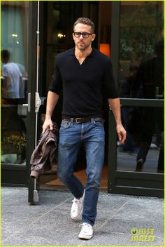 Smart Casual Wear, Casual Wear For Men, Mens Fashion 40 Year Old, Ryan Reynolds Style, Steve Mcqueen Style, Christian Grey, Well Dressed Men, Fashion Books, Boy Outfits