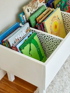 Make This Easy DIY Book Bin for Pretty Playroom Storage Make This Easy DIY Book Bin for Pretty Playroom Storage diy white storage bin with childrens books<br> Complete with a wallpapered interior! Diy Kids Room, Diy For Kids, Kids Rooms, Trofast Ikea, Do It Yourself Organization, Diy Rangement, Playroom Organization, Kids Playroom Storage, Organizing Kids Books