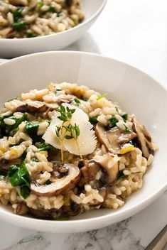 Did you know you can make creamy mushroom and spinach risotto in your Instant Pot? This vegetarian risotto is packed full of fresh flavour and ready to eat in 20 minutes from start to finish. No more stirring over the stove for perfect risotto! Chorizo, Instant Pot, Real Food Recipes, Vegetarian Recipes, Healthy Recipes, Pescatarian Recipes, Fall Recipes, Healthy Foods, Pan Dulce