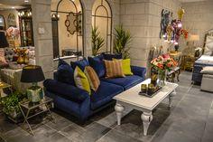 Kom in och finn inspiration till ditt hem, kanske upptäcker ni just det där lilla extra som skapar känslan du vill ha hemma. Som denna kombination med soffan Napoleon och bordet Mezzo, här tillsammans i lyxigt blått och vitt.  Besök oss på vårt showroom på Norrlandsgatan 7.  _________  #benington #home #design #homefashion #gold #exclusive #room #interior #interior4all #interior123 #lounge #livingroom #diningroom #blue #couch #gold #decor #decoration #style #trend #elegant #stockholm #inspo…