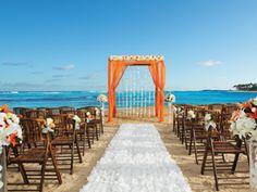 Casamento no Breathless Punta Cana Resort Beach Wedding Attire, Wedding Venues Beach, Seaside Wedding, Beach Weddings, Wedding Ceremony, Tropical Weddings, Wedding Arches, Beach Ceremony, Nautical Wedding