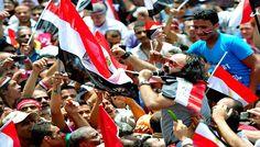 #Egitto: Dopo le #manifestazioni di domenica e lunedì, a un anno dalla nomina di #Morsi, i militari minacciano il #golpe. Di Daniele Maisto