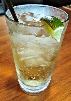 Any ginger ale lovers out there? Check out this vintage recipe for homemade ginger ale from The original recipe in the article is a fun read. Ginger Ale Recipe, Homemade Ginger Ale, Ginger Syrup, Ginger Ale Drinks, Ginger Beer, Non Alcoholic Drinks, Cocktails, Beverages, Drinks Alcohol