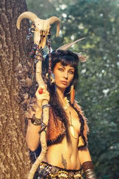 Shaman and staff. Native American Women, American Indians, Larp, Cosplay, Art Magique, Fantasy Warrior, Fantasy Witch, Warrior Princess, Warrior Girl
