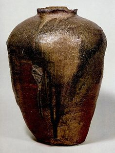'Tanba Ohtsubo' with early Mediæval anagama-fired features.  Tanba   Kamakura Era (13th century) Tanba Old Pottery Museum (Hyogo)