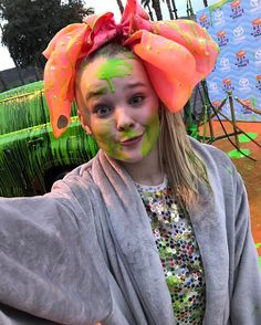 Hey guys my new Toyota commercial is on Nickelodeon if you see it, post it and tag me ! And this is a picture of what happens to me in the commercial! Jojo Siwa, Dance Mums, Star Actress, Bow Shirts, Hair Chalk, Glitter Hair, Beautiful Children, Beautiful Women, Singer