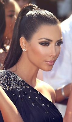 Eye makeup is crazy intense here. Eye shadow like only Kim K can do!