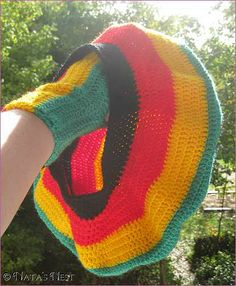 Crochet Rasta Hat and hand warmers - free pattern. Scroll down for the English.