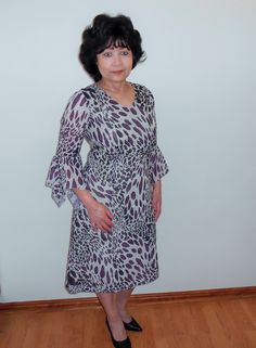 A V-neck Chiffon dress with hanky sleeve. Great for Spring/Summer. Chiffon Dress, I Dress, Animal Print Dresses, Runway Fashion, Designer Dresses, Spring Summer, Dresses With Sleeves, Casual, Blog
