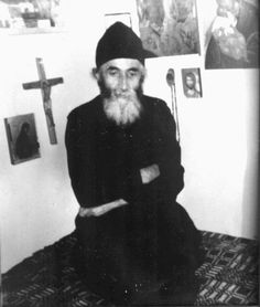 Holiday Party Discover Elder Paisios of Mount Athos: Give thanks to God for everything .