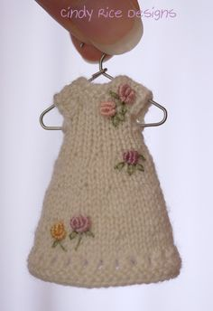 """Rosy and Warm"", a handmade dress/hat set for Wilde Imagination's tiny 4"" Amelia Thimble dolls."