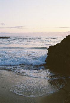 Biển tĩnh lặng quá nhỉ, biển cứ như thế ngày qua ngày mà đâu biết rằng có người dành cho biển tình cảm lớn đến nhường nào.  Like me