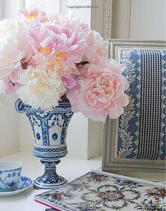 Flowers: Carolyne Roehm: