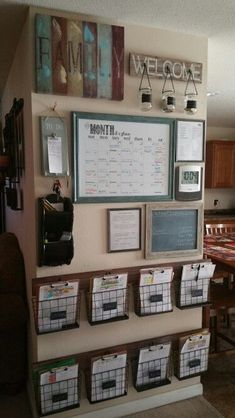 DIY Home Command Center avec charme rural - . - DIY Home Command Center au charme rustique – # Ferme … You are in the right place about diy proj - Family Command Center, Command Centers, Command Center Kitchen, Home Command Station, Chalkboard Command Center, Diy Home Decor, Room Decor, Home Decoration, Wall Decorations