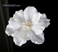 White Bridal Flower with Pearls Hair Clip Wedding Hair And Makeup, Wedding Hair Accessories, Bridal Hair Flowers, Bridal Hairpiece, Flower Shoes, Wedding Hair Pieces, Pearl Hair, White Bridal, Flower Hair Clips