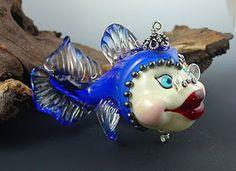 glass beads be Cynthia Tilker Clay Beads, Lampwork Beads, Making Glass, Fish Sculpture, Beaded Animals, Venetian Glass, Wire Crafts, Fish Art, Handmade Beads