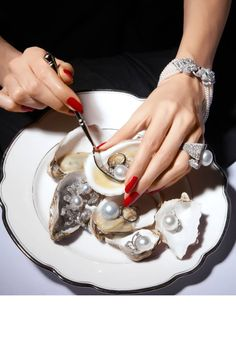 Looking for Oysters? Washington state's oysters are among the best in the US. Jewelry Photography, Art Photography, Girls Best Friend, Pearl Jewelry, Golden Jewelry, Diamond Jewelry, Moissanite, Helmet, My Favorite Things