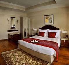 The Deluxe Room is an aesthetically designed room that is also extremely spacious. The room has large windows overlooking the swimming pool, landscaped garden or the surrounding diplomatic avenue.