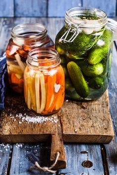 Exactly how fermentation works, which types of vegetables are best for pickling plus a recipe for kimchi. Nutrition Data, Nutrition Guide, Chutneys, Ketchup, Olives, Nutritional Yeast Recipes, Canning Supplies, Sauce Barbecue, Types Of Vegetables