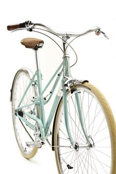 Caferacer Lady: A gorgeous 7-speed mixte by Creme Cycles.