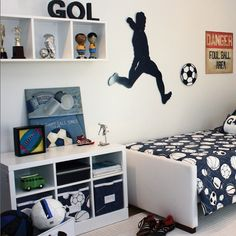 This type of photo is genuinely an interesting design conception. Boys Bedroom Colors, Boys Bedroom Decor, Bedroom Themes, Girls Bedroom, Soccer Bedroom, Football Bedroom, Boy Room, Kids Room, Football Rooms